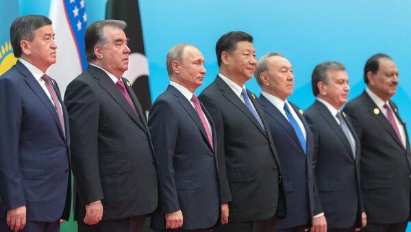Президент РФ В. Путин на саммите ШОС в Китае. День второй - Sputnik Узбекистан