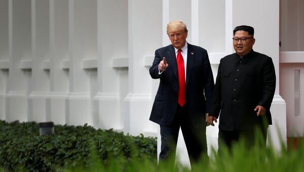 El presidente de EEUU, Donald Trump y el líder norcoreano Kim Jong-un - Sputnik Ўзбекистон