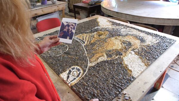 СПУТНИК_Мозаичные картины с Лионелем Месси и Мохамедом Салахом собрали в Казани - Sputnik Узбекистан