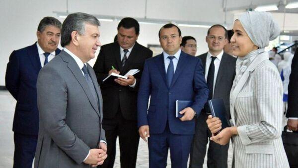 Президент Шавкат Мирзиёев на предприятии Наримтекс - Sputnik Узбекистан