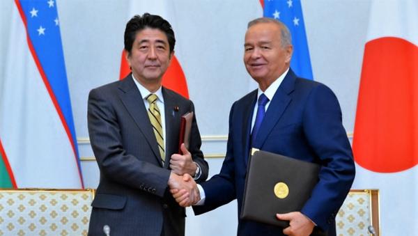 Yaponiya bosh vaziri Sindzo Abe va Oʻzbekiston prezidenti Islom Karimov - Sputnik Oʻzbekiston