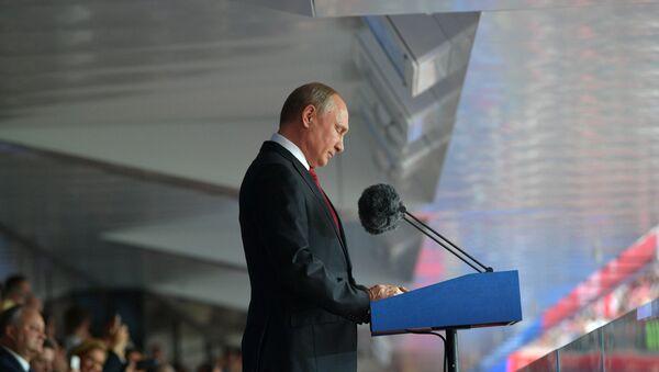 Президент РФ В. Путин и премьер-министр РФ Д. Медведев на церемонии открытия чемпионата мира по футболу - 2018 - Sputnik Узбекистан