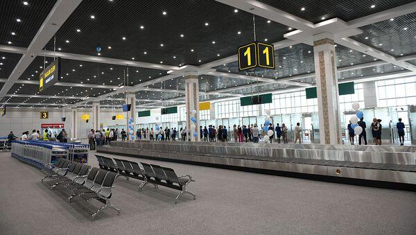Встреча первых пассажиров в новом международном терминале аэропорта Ташкент - Sputnik Узбекистан