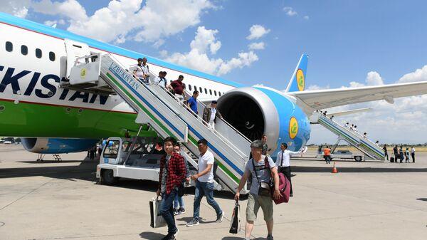 Терминал принял первых пассажиров, прилетевших рейсом Узбекских авиалиний из Сеула в Ташкент. - Sputnik Ўзбекистон