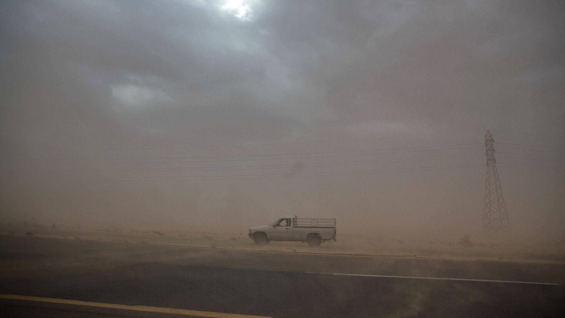 Пылевая буря в пустыне Средней Азии - Sputnik Узбекистан, 1920, 13.07.2021