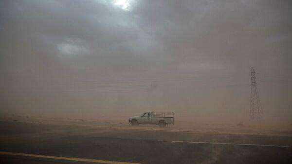 Пылевая буря в пустыне Средней Азии - Sputnik Узбекистан