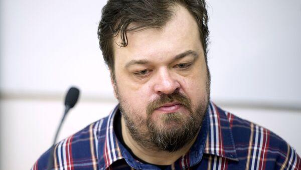 Sportivnыy kommentator, televeduщiy Vasiliy Utkin - Sputnik Oʻzbekiston