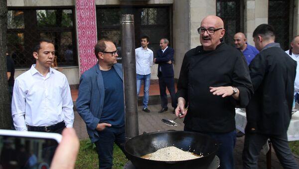 Сталик Ханкишиев провел мастер-класс по приготовлению плова - Sputnik Ўзбекистон