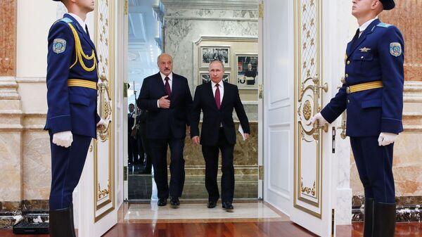 Prezident RF Vladimir Putin i prezident Belorussii Aleksandr Lukashenko pered nachalom zasedaniya Vыsshego Gosudarstvennogo Soveta Soyuznogo gosudarstva v Minske - Sputnik Oʻzbekiston