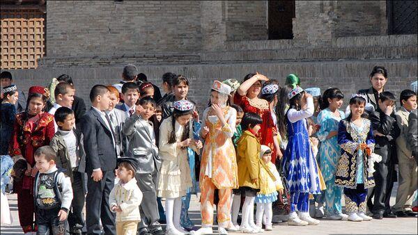 Дети во время праздника в Самарканде - Sputnik Узбекистан