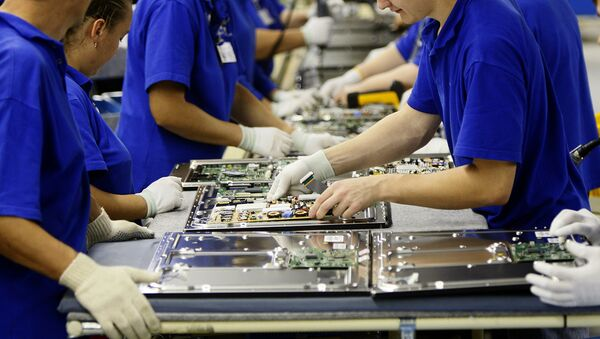 В цехе сборки завода компании Samsung Electronics - Sputnik Узбекистан