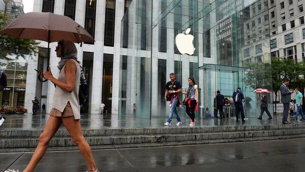 Фирменный магазин Apple на 5-й авеню в Нью-Йорке. - Sputnik Узбекистан