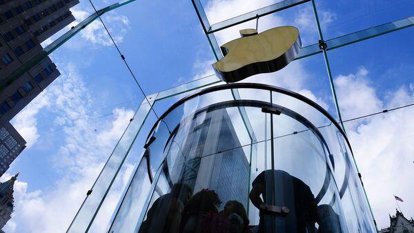 Фирменный магазин Apple на 5-й авеню в Нью-Йорке - Sputnik Узбекистан