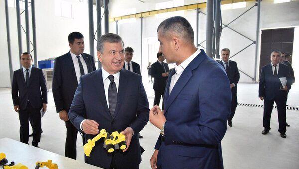 Шавкат Мирзиёев ознакомился с производством игрушек в Ташкенте - Sputnik Ўзбекистон