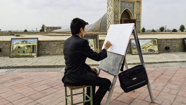 Художник на пленэре в центре Самарканда, Узбекистан - Sputnik Узбекистан