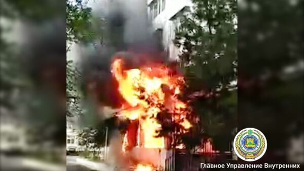В Мирабадском районе горел навес над салоном красоты - Sputnik Узбекистан