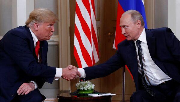 Президент США Дональд Трамп и Президент России Владимир Путин - Sputnik Узбекистан