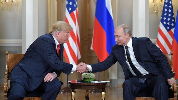 В Хельсинки прошла первая официальная встреча президентов России и США Владимира Путина и Дональда Трампа. - Sputnik Узбекистан