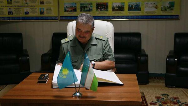 Voyennыe Uzbekistana i Kazaxstana proveli sovmestnыe ucheniya - Sputnik Oʻzbekiston