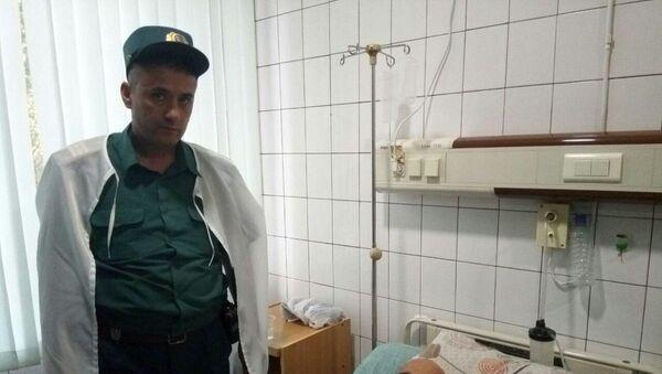 Сотрудник патрульно-постовой службы оказал помощь туристу из Черногории - Sputnik Ўзбекистон