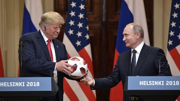 Встреча президента РФ Владимира Путина и президента США Дональда Трампа в Хельсинки - Sputnik Узбекистан