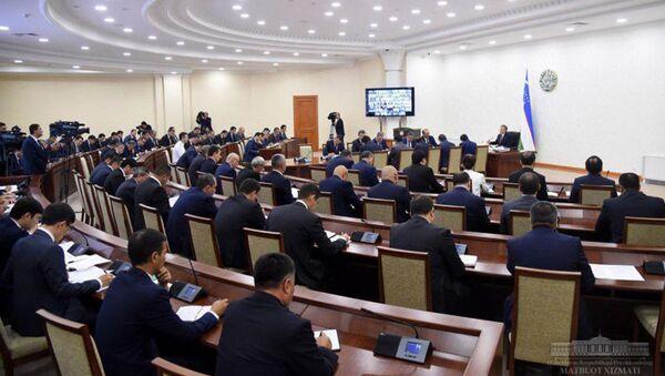Под председательством Президента Республики Узбекистан Шавката Мирзиёева 26 июля состоялось видеоселекторное совещание по вопросам реализации проектов с участием иностранных инвестиций - Sputnik Ўзбекистон