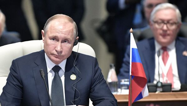 Президент РФ В. Путин на Десятом саммите БРИКС  в ЮАР - Sputnik Ўзбекистон