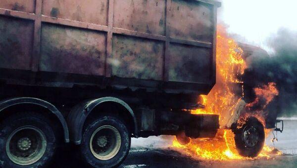 Пожар в кабине автомобиля Камаз. Архивное фото - Sputnik Ўзбекистон