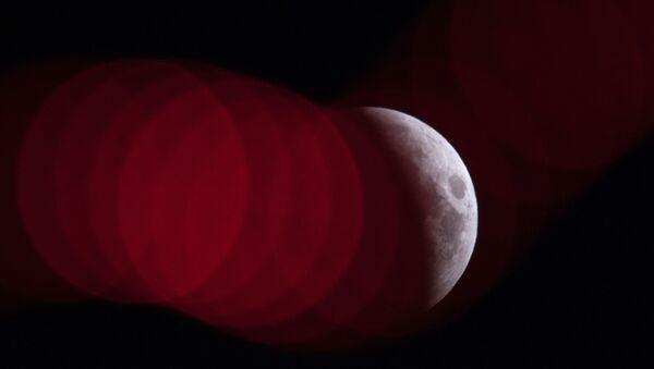 Полное лунное затмение - Sputnik Узбекистан