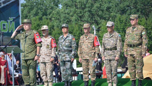 Участники команд в дисциплине Мастер-оружейник на АрМИ-2018 - Sputnik Узбекистан