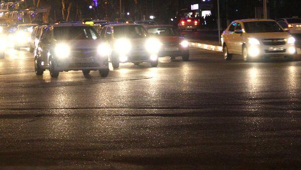 Ночное  автомобильное движение в Ташкенте - Sputnik Ўзбекистон