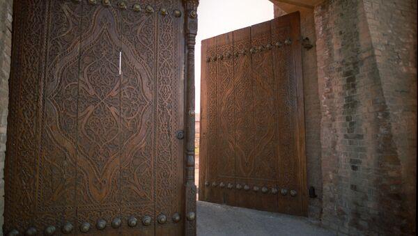 Резные ворота старой крепости - Sputnik Узбекистан