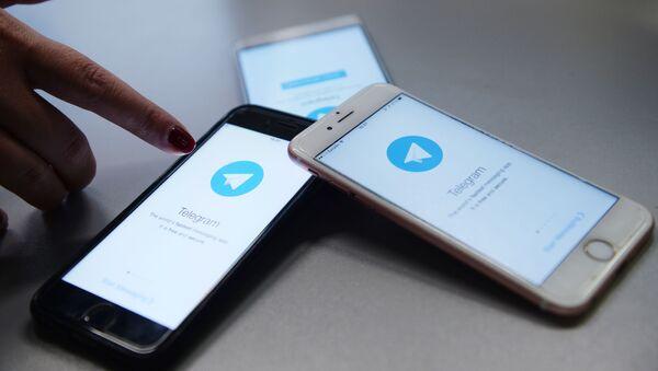 Мессенджер Telegram на экране телефона - Sputnik Ўзбекистон