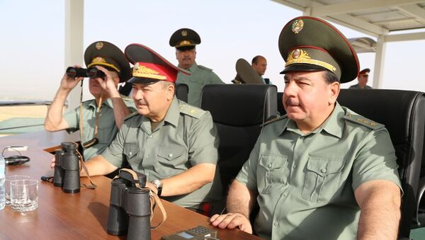 Министр обороны Убекистана Абдусалом Азизов и глава Минобороны Таджикистана Шерали Мирзо - Sputnik Ўзбекистон