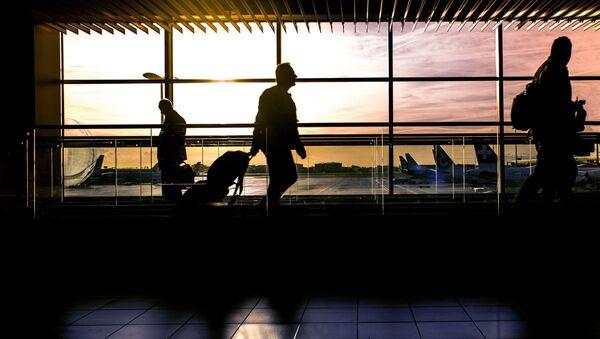 Пассажиры в аэропорту - Sputnik Узбекистан