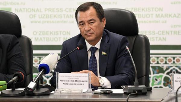 Икбол Мирзо председатель  Комитета Сената по вопросам молодежи, культуры и спорта - Sputnik Ўзбекистон