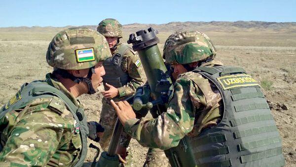 Военнослужащие ВС Узбекистана во время конкурса Мастера артиллерийского огня на АрМи - 2018 - Sputnik Узбекистан