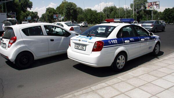 Автомобиль правоохранительных органов Узбекистана на месте ДТП - Sputnik Ўзбекистон