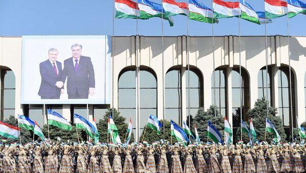Jiteli Tashkenta vstrechayut prezidenta Tadjikistana - Sputnik Oʻzbekiston