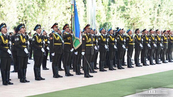 Почетный караул во время встречи президента Таджикистана - Sputnik Ўзбекистон