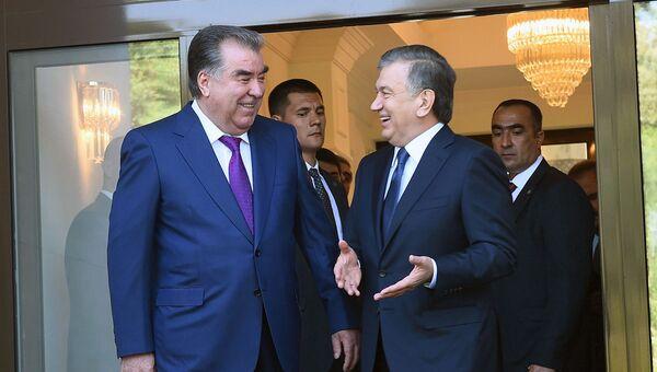 Emomali Raxmon i Shavkat Mirziyoyev vo vremya vstrechi v Tashkente - Sputnik Oʻzbekiston