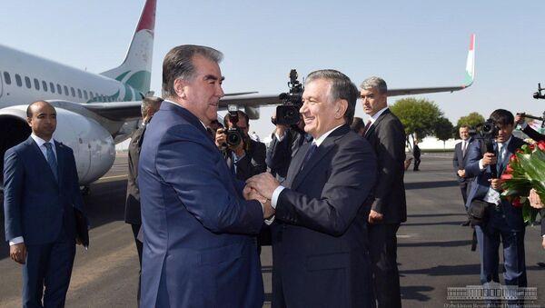Шавкат Мирзиёев встречает главу Таджикистана Эмомали Рахмона - Sputnik Ўзбекистон