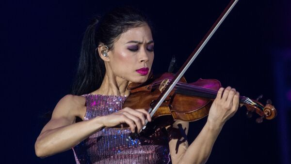 Знаменитая скрипачка Ванесса Мэй даст бесплатный концерт в Ташкенте - Sputnik Ўзбекистон