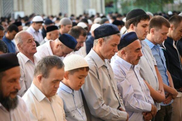В Узбекистане Курбан хайит отметят в этом году с 21 по 23 августа, в связи с праздником правительство перенесло выходные дни. - Sputnik Узбекистан