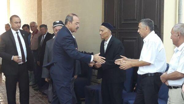 Абдулла Арипов посетил дом Халимы Худойбердиевой. - Sputnik Ўзбекистон