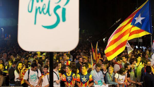 Горожане после досрочных выборов в парламент Каталонии - Sputnik Узбекистан