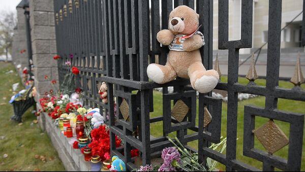 Цветы и лампады: белорусы высказали солидарность с россиянами - Sputnik Узбекистан