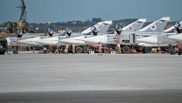 Российская боевая авиация на авиабазе Хмеймим в Сирии - Sputnik Узбекистан