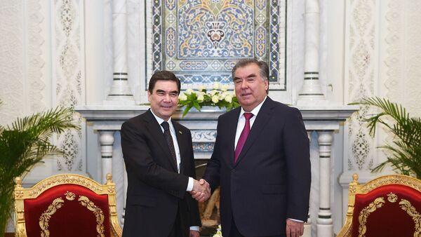 Президент Туркменистана Гурбангулы Бердымухамедов и президент Таджикистана  Эмомали Рахмон - Sputnik Узбекистан