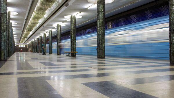 Poyezd na stantsii Kosmonavtov - Sputnik Oʻzbekiston